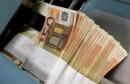 اليورو ينزل بفعل ضبابية الوضع في اليونان وتوقعات الفائدة تصعد بالدولار